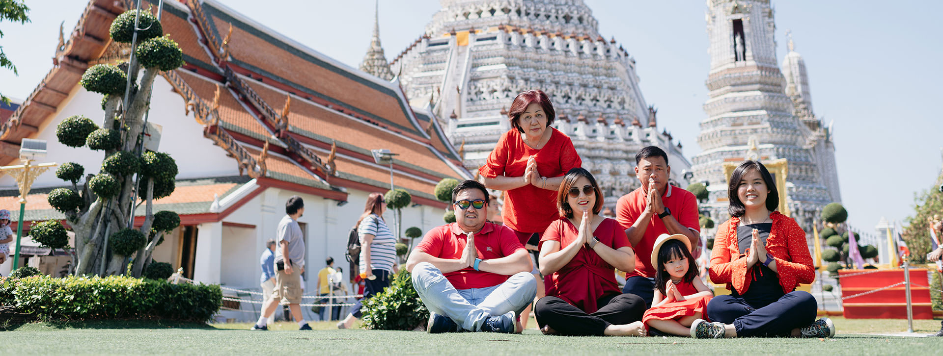 wat arun vacation family photos with redshirt cover