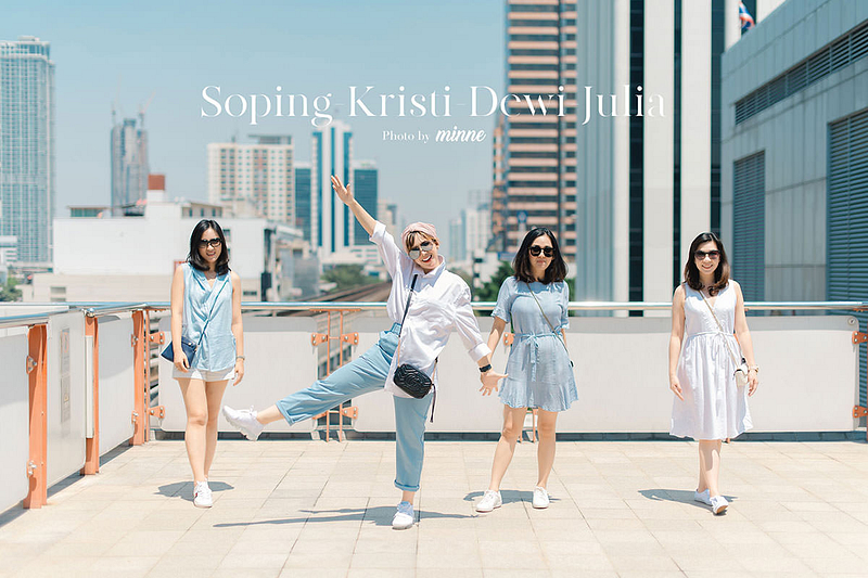 girl trip vacation in bangkok thailand portrait group cover 1200px